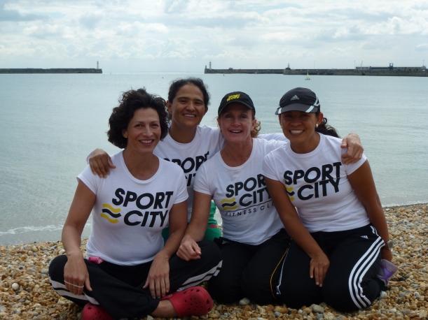 Mariel con Nora Toledano Coach, Dra. Ariadna del Villar y Gela Limonchi.