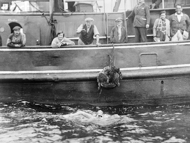 Gertrude Ederle Swimming The English Channel Gertrude Ederle Swimming